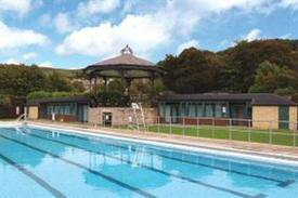 Hawthorn dene holiday cottages self catering - Hathersage open air swimming pool ...